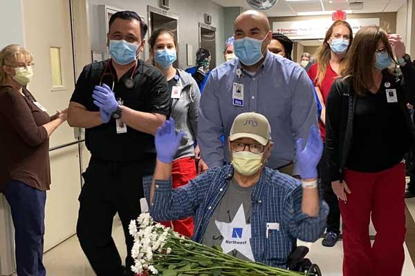 Celebración del alta del primer paciente de Covid-19