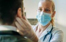Dr examining patient